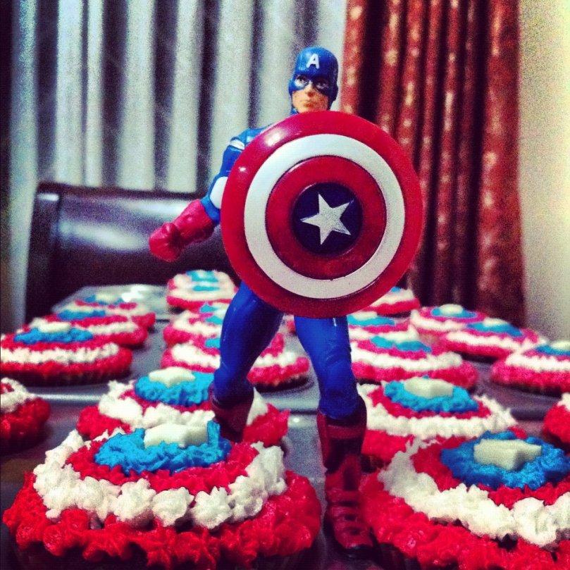 capt-america-cupcakes